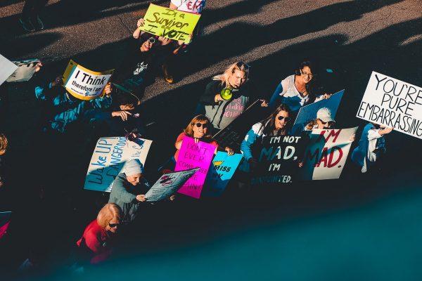 Hepeating, Mensplaining und Menterupting: Warum wir Ungerechtigkeiten benennen müssen